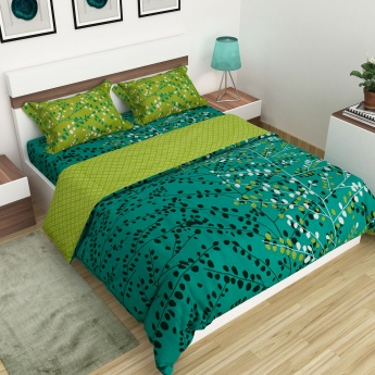 Marlin Leaves Printed Cotton Double Bedsheet Set With A Quilt