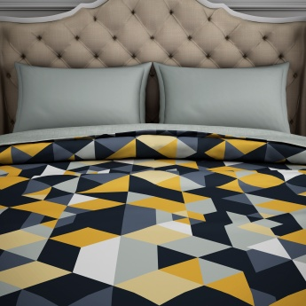 SPACES Geometric Print Quilt Blanket